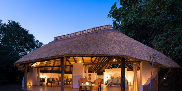 beleuchtete Lodge in Malawi