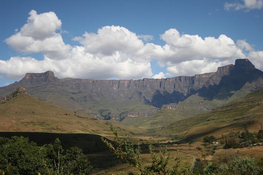 Blick über die Drakensberge in Südafrika