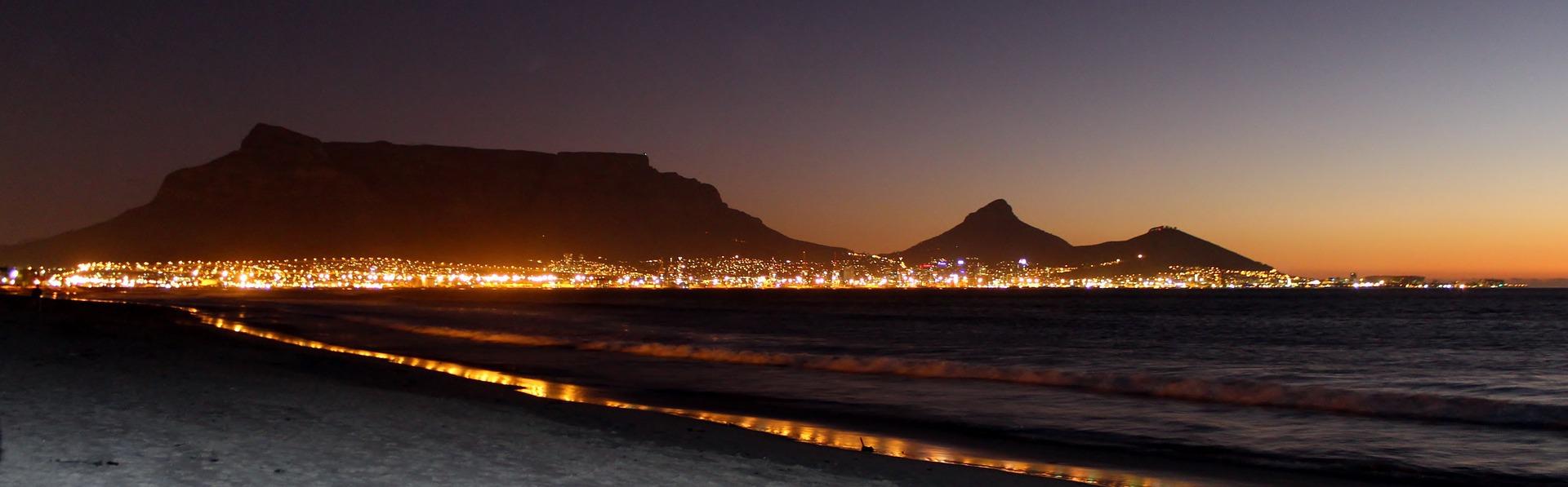 Kapstadt Nachtaufnahme Küste Tafelberg