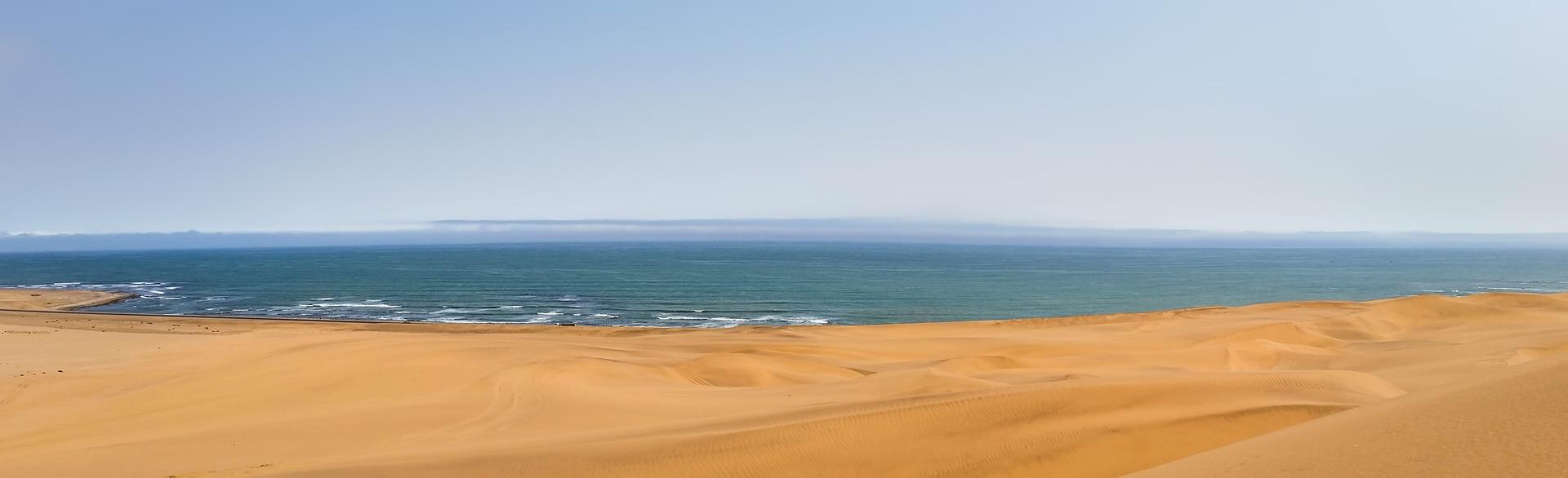 Header Namibia breiter Strand viel Meer