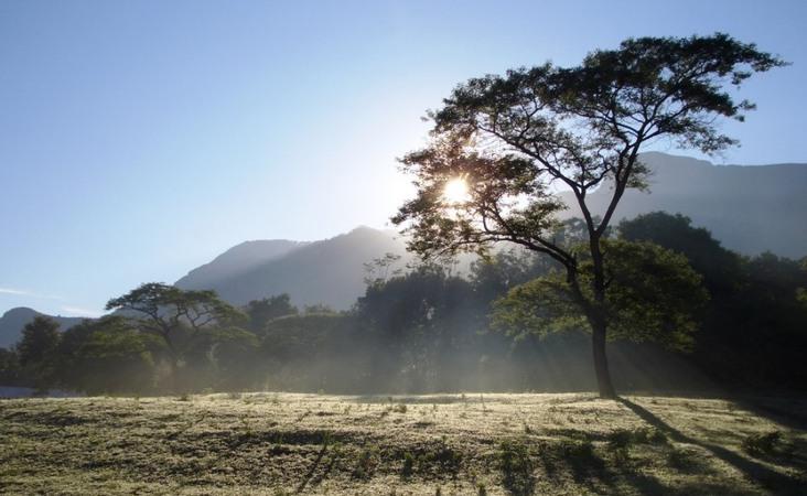Tansania Reise Sonnenaufgang in der Serengeti