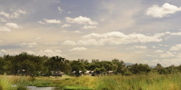 Blick auf Zambesiriver und Dorf