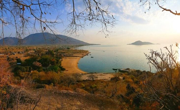 Malawis Küste Blick auf den Malawisee