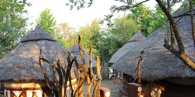 Dorf der San in Afrika