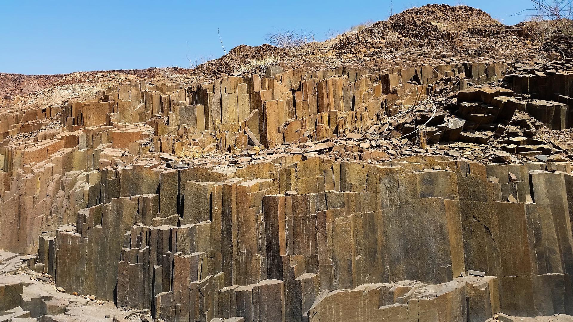 Burnt-Mountain-Orgelpfeifen-Namibia