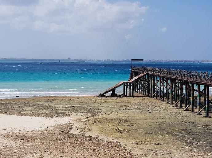 Strand mit Steg