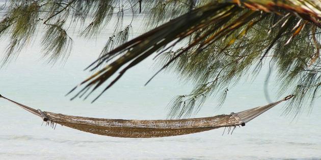 Hängematte am Strand in Tansania